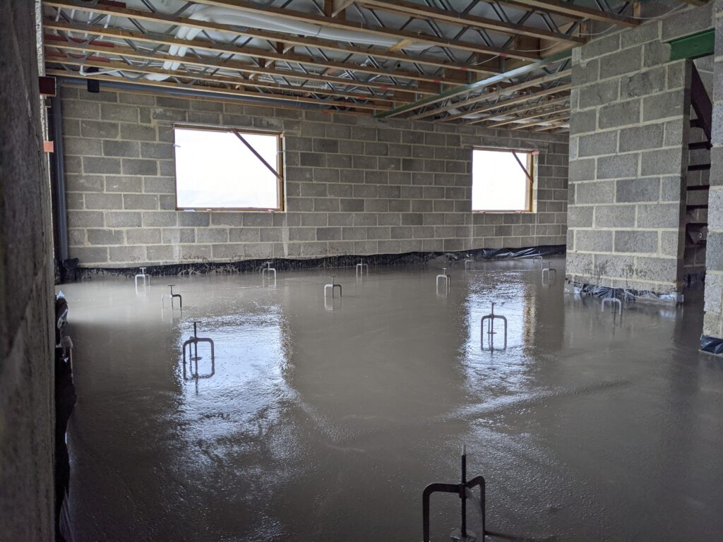 Cement based screed
